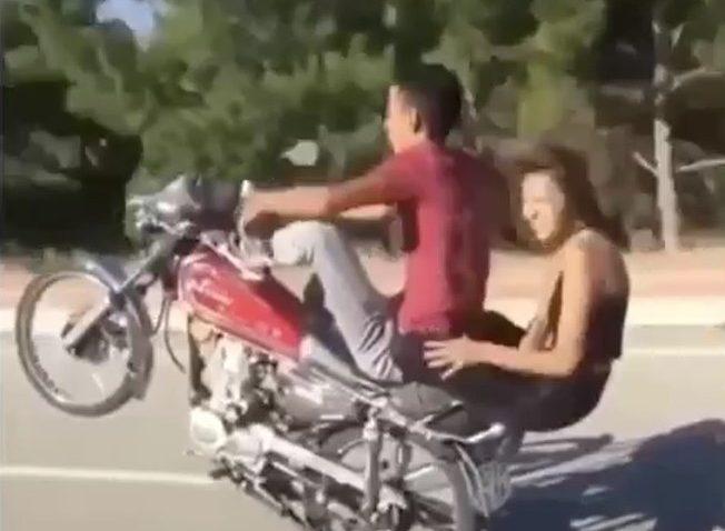 Motosiklet üzerinde 'pes' dedirten görüntüler cezasız kalmadı