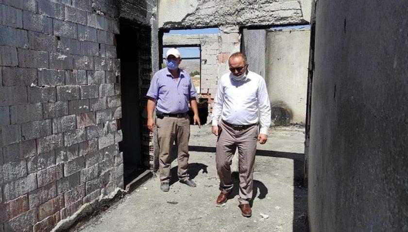 Müftü Yazıcı'dan evleri yanan aileye ziyaret