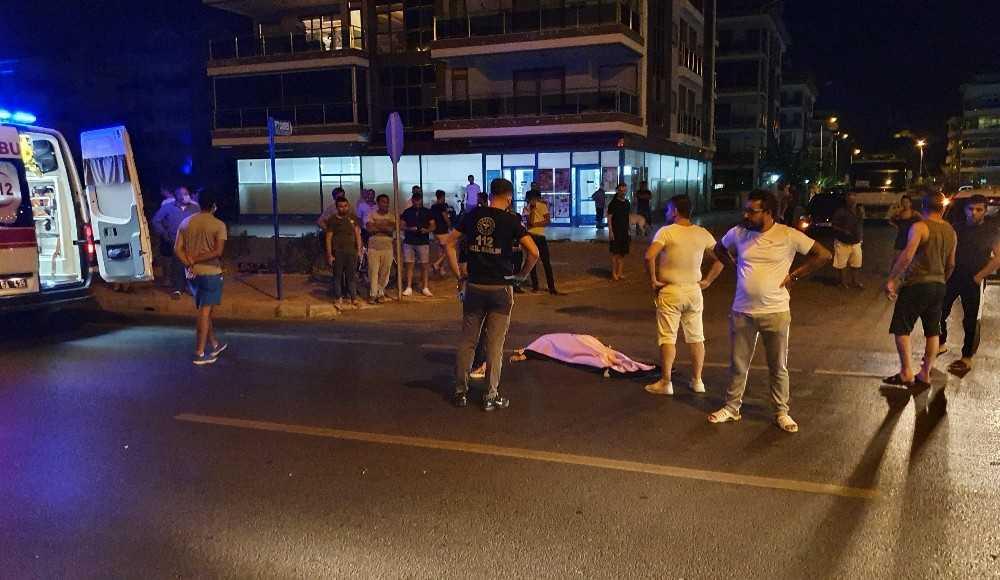 Otomobilin çarpıp, başka bir otomobilin üzerinden geçtiği İngiliz turist öldü