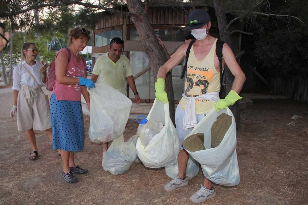 (Özel) Avustralya'daki hayatını bırakan dilbilimci Svetlana, Kemer'de köşe bucak temizlik yapıyor