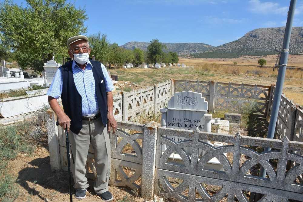 Şehit öğretmen Metin Kaynar mezarı başında anıldı