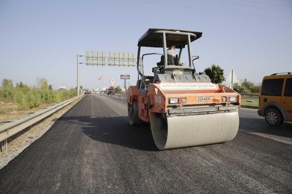 Serik Teke Köprüsü'nde sıcak asfalt çalışması