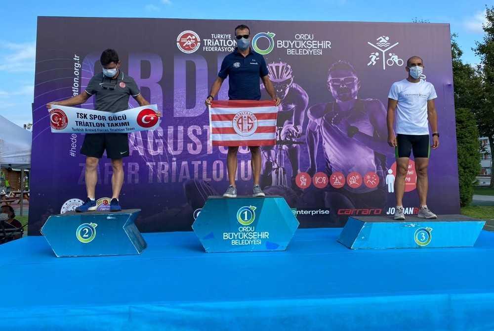 Triatlon sporcusu Bahadır Tama'ya altın madalya