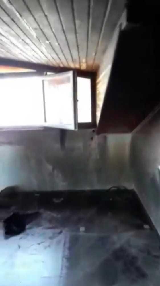 Ünlü şarkıcı Lara'nın ağabeyinin evinde çıkan yangında eşyaları küle döndü