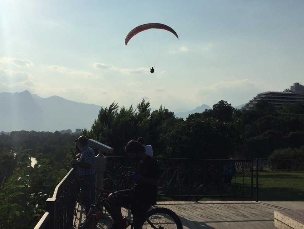Yamaç paraşütçüsü yasak dinlemedi