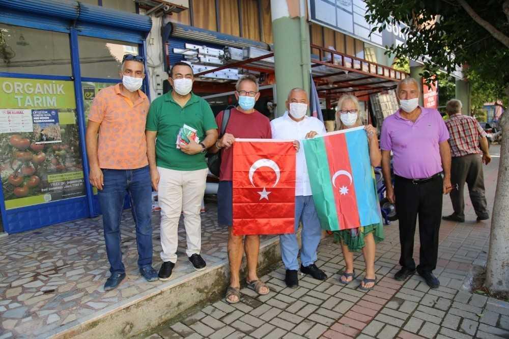 ALTSO destek için esnafa Azerbaycan ve Türk bayrakları dağıttı