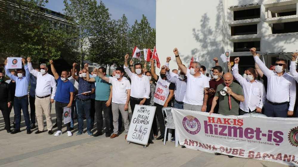 Antalya Büyükşehir Belediyesi önündeki grev, 445 gündür devam ediyor