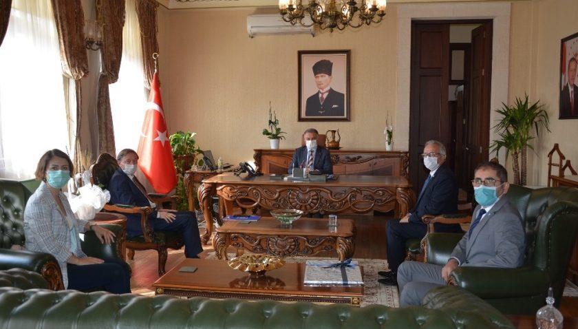 Antalya SMMM, Vali Yazıcı'ya faaliyetlerini anlattı