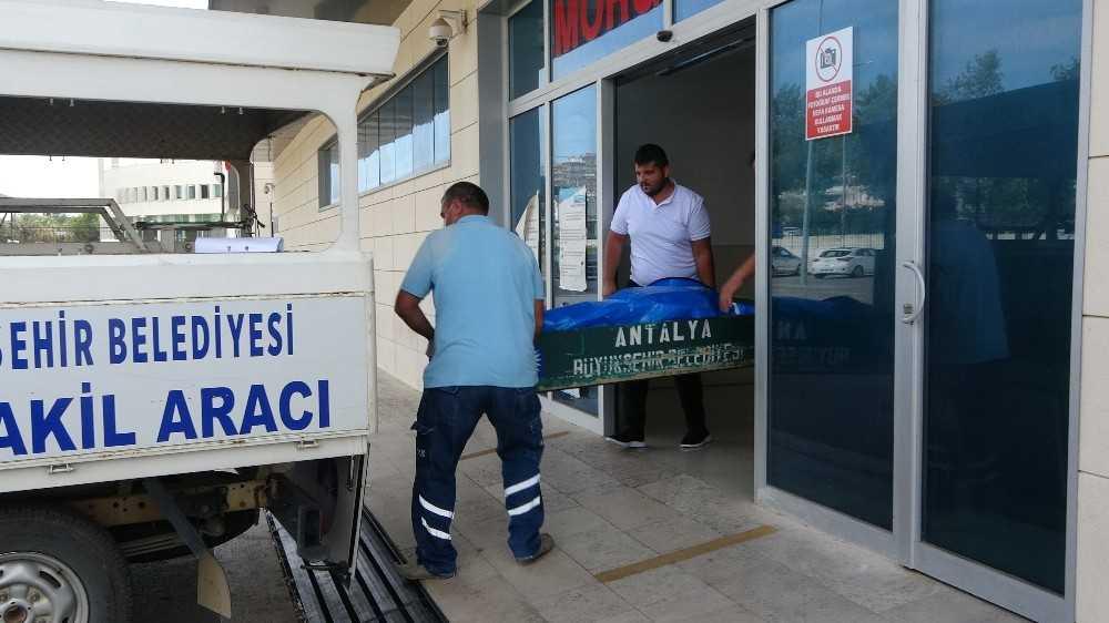 Antalya'da damadı tarafından öldürülen kayınvalidenin cenazesi morgdan alındı
