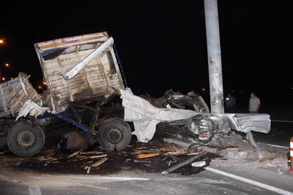 Antalya'da 'nasıl sağ çıktılar' dedirten feci kaza