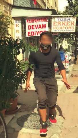 Antalya'da seyyar satıcı, kendisini cep telefonuyla çeken kadın zabıtaya saldırdı