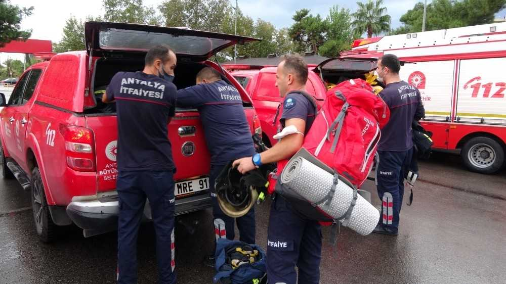 Antalya'dan İzmir'e arama kurtarma ekibi