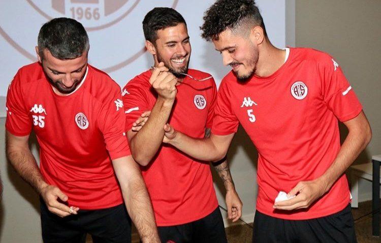Antalyaspor'da antrenman öncesi doğum günü sürprizi