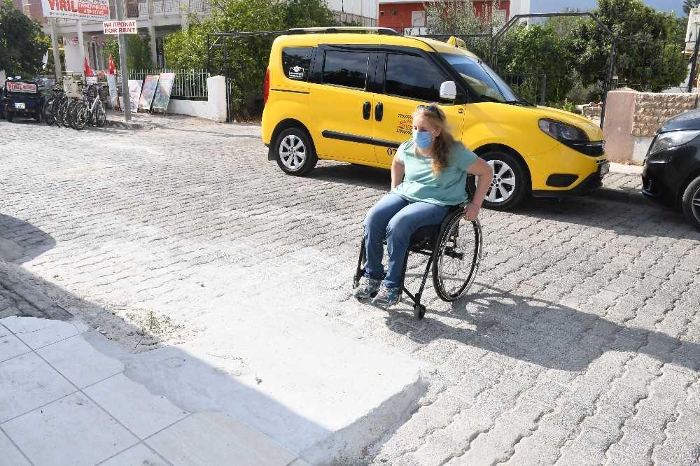 Bedensel engelli vatandaşın evine özel engelli rampası