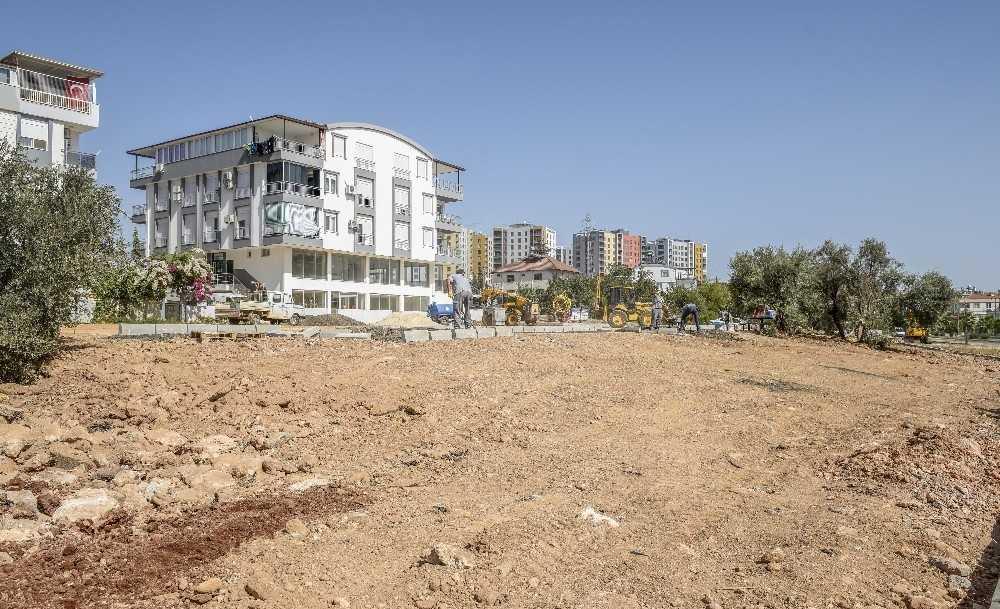 Kepez Belediyesi'nden Ünsal'a spor sahalı yeşil alan