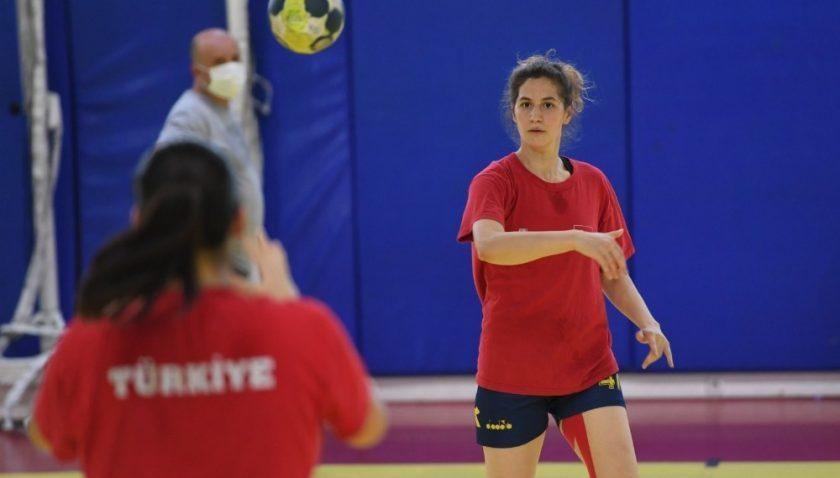 Konyaaltı Kadın Hentbol Takımı, İzmir Büyükşehir Belediye maçına hazır
