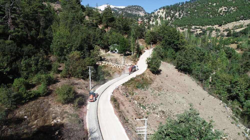 Konyaaltı'ndan yayla yollarına asfalt çalışması