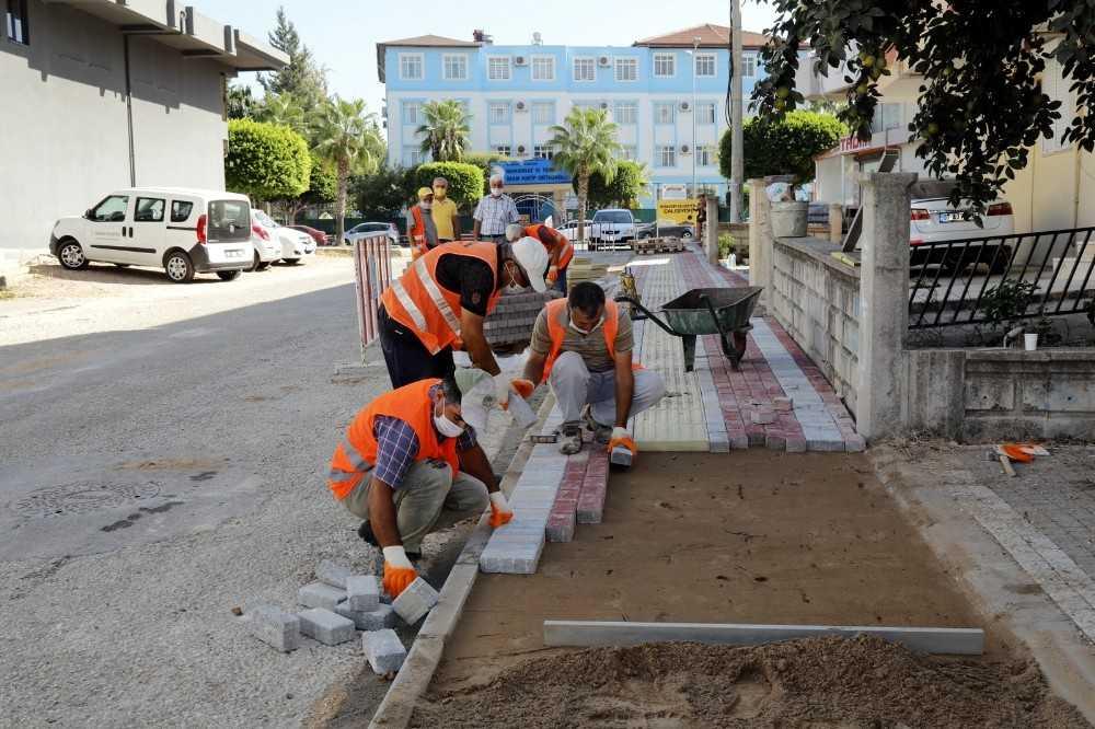 Manavgat Belediyesi'nden Emek ve Sinan Mahallesi'ne kaldırım çalışması