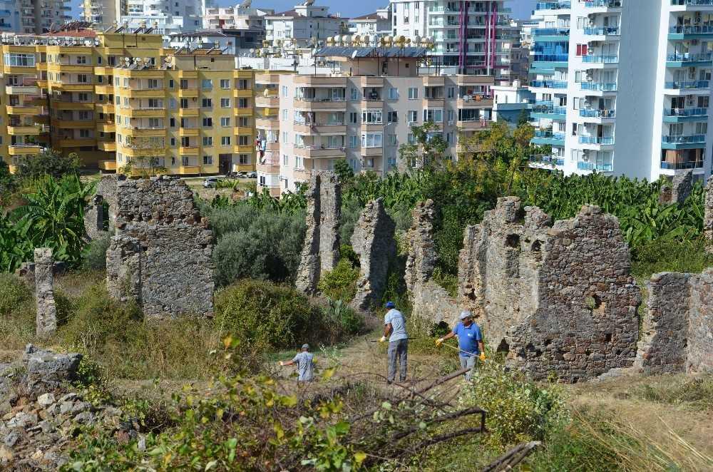 Naula Antik Kenti restorasyon için temizleniyor