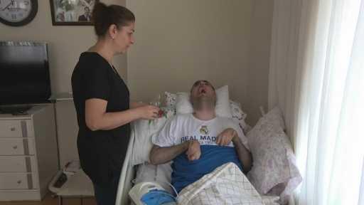 Ölümcül hastalıkla 17 yıldır savaşıyor, sadece Haluk Levent 'in şarkılarına tepki veriyor