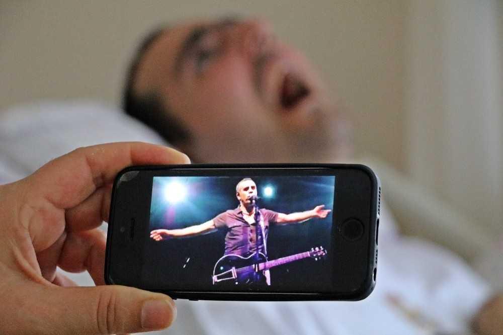 Ölümcül hastalıkla 17 yıldır savaşıyor, sadece Haluk Levent'in şarkılarına tepki veriyor