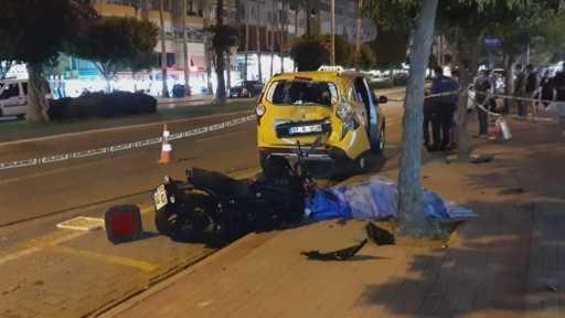Park halindeki araca çarpan motosiklet sürücüsü hayatını kaybetti