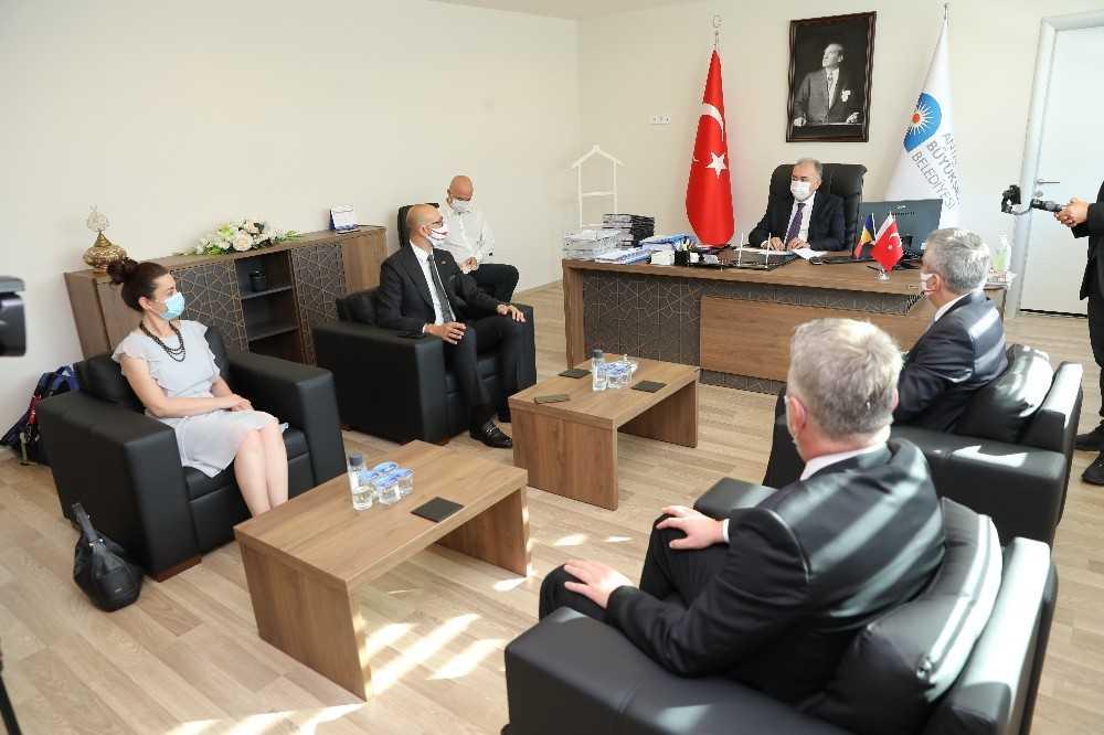 Romanya Büyükelçisi Şopanda Büyükşehir'i ziyaret etti