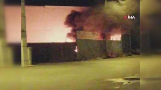 Sanayi sitesinde bulunan araçlar alev alev böyle yandı