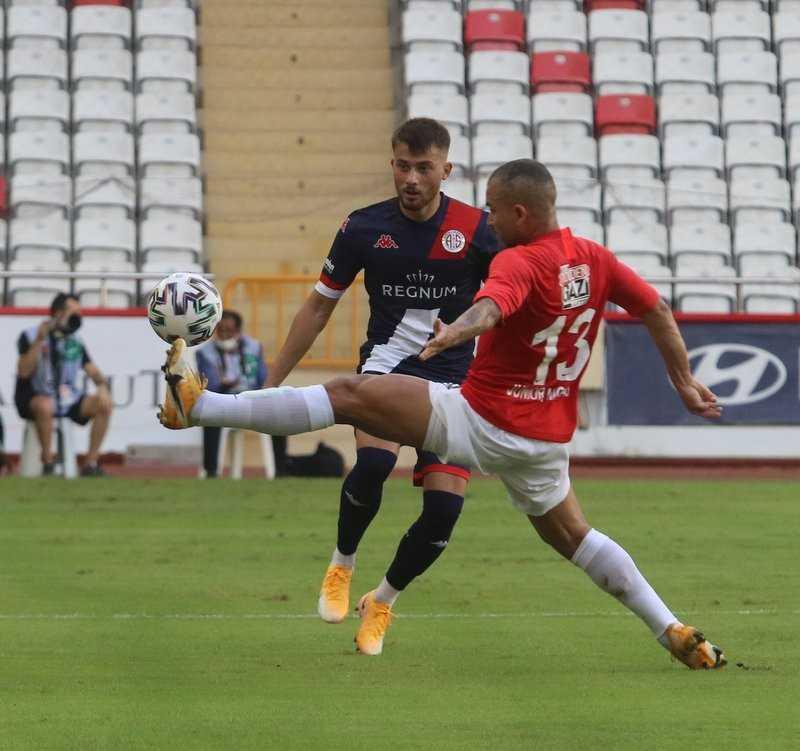 Süper Lig: FT Antalyaspor: 1 – Gaziantep FK: 0 (İlk yarı)