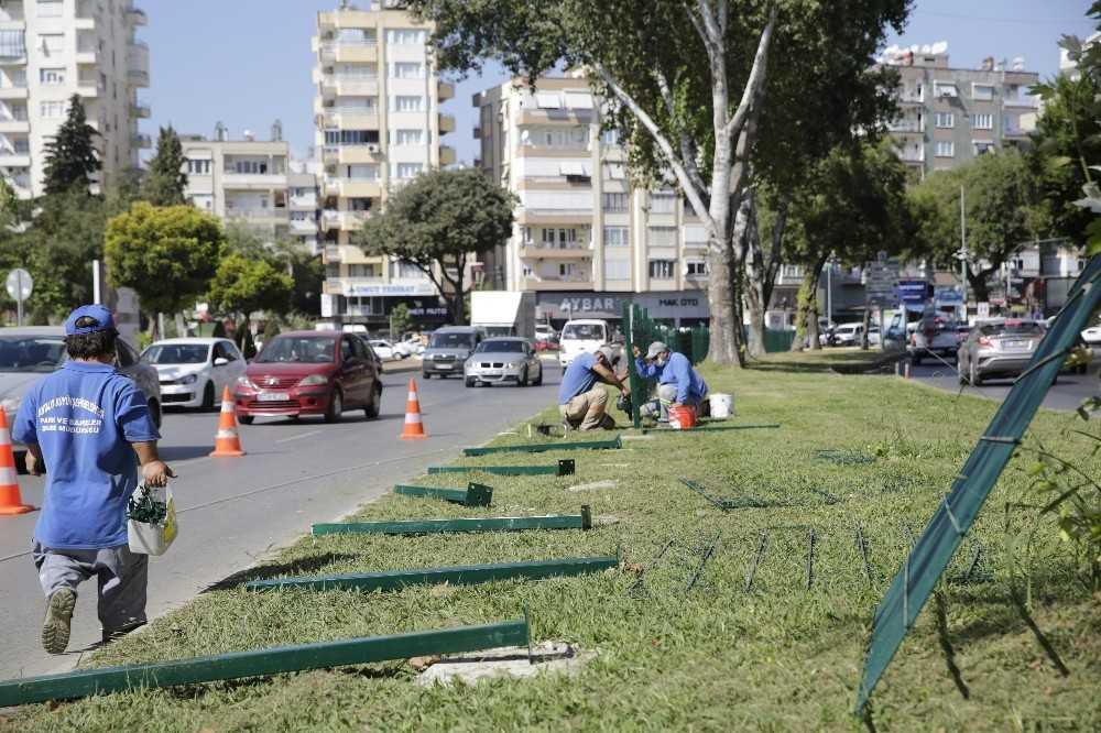 Yaya ölümlerinin yaşandığı caddede tel çit çalışması