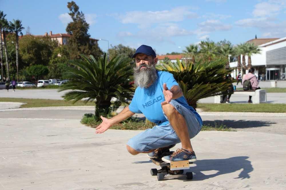 59 yaşındaki Dmitry kaykayıyla gençlere taş çıkartıyor