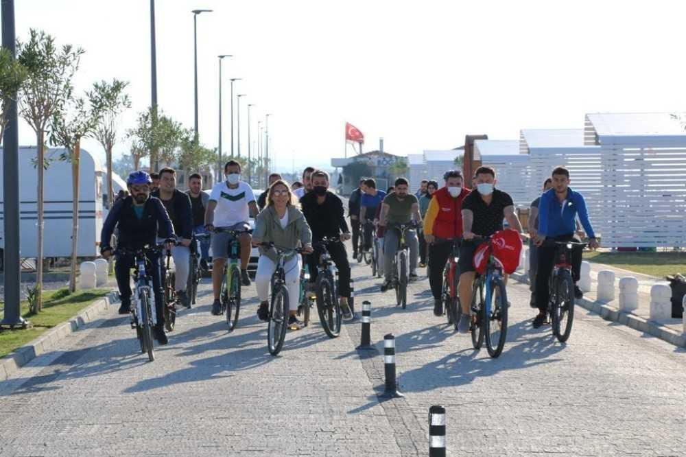 AK Partili Çokal gençlerle pedal çevirdi