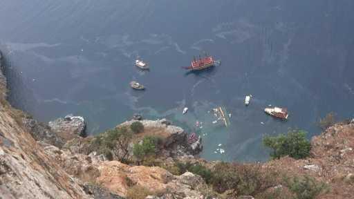 Alanya'da tur teknesi alabora oldu: 1 turist öldü, 5'i türk 37 kişi sağ olarak kurtarıldı