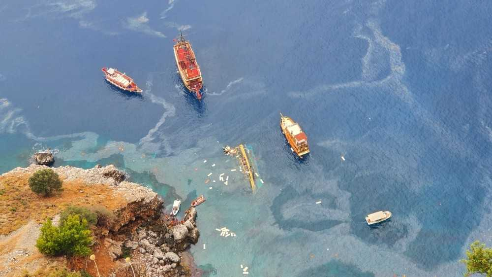 Alanya'da tur teknesi alabora oldu