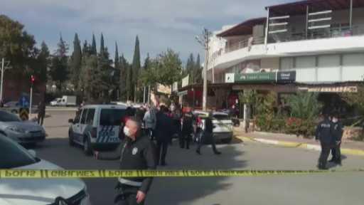 Antalya'da 2 kişi lüks cipte öldürüldü
