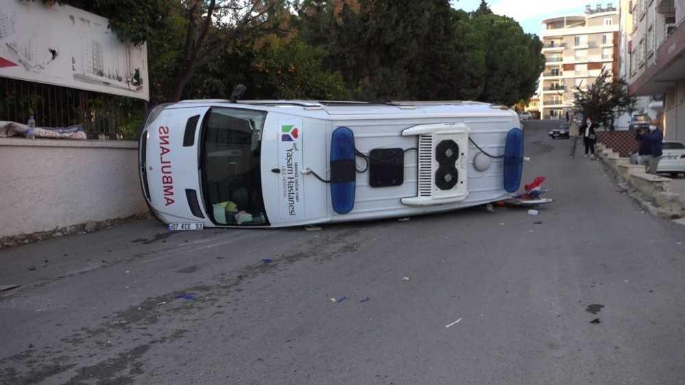 Antalya'da ambulans kazası: 1 hemşire yaralı