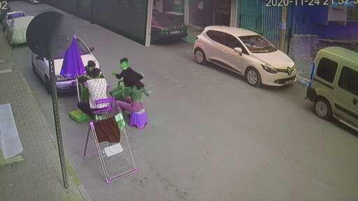 Antalya'da kaçan hırsıza uçan tekme kamerada