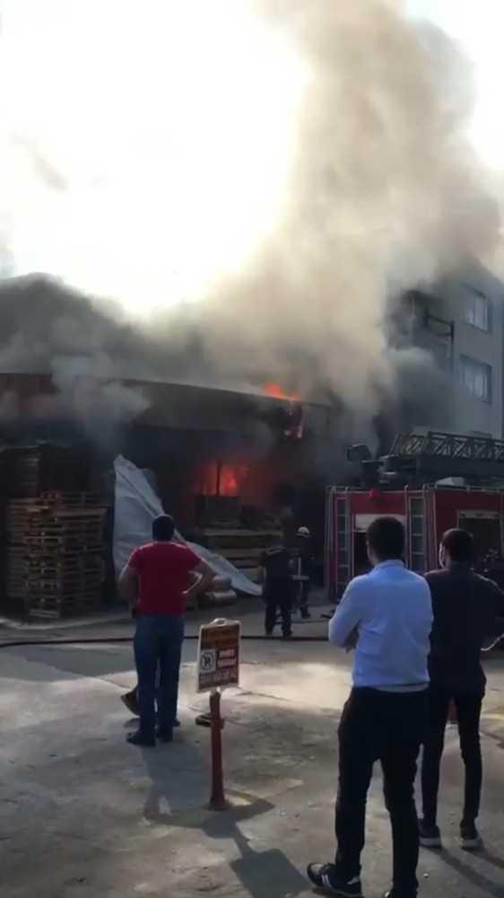 Antalya'da mobilya atölyesindeki yangın büyümeden söndürüldü