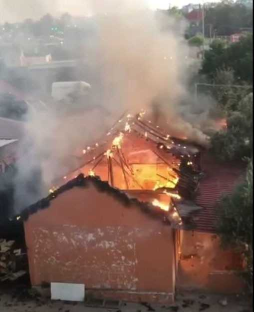 Antalya'da müstakil ev kül oldu