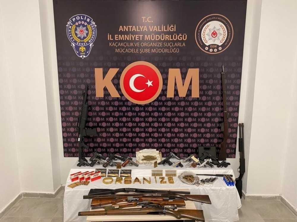 Antalya'da silah kaçakçılarına operasyon: 10 gözaltı