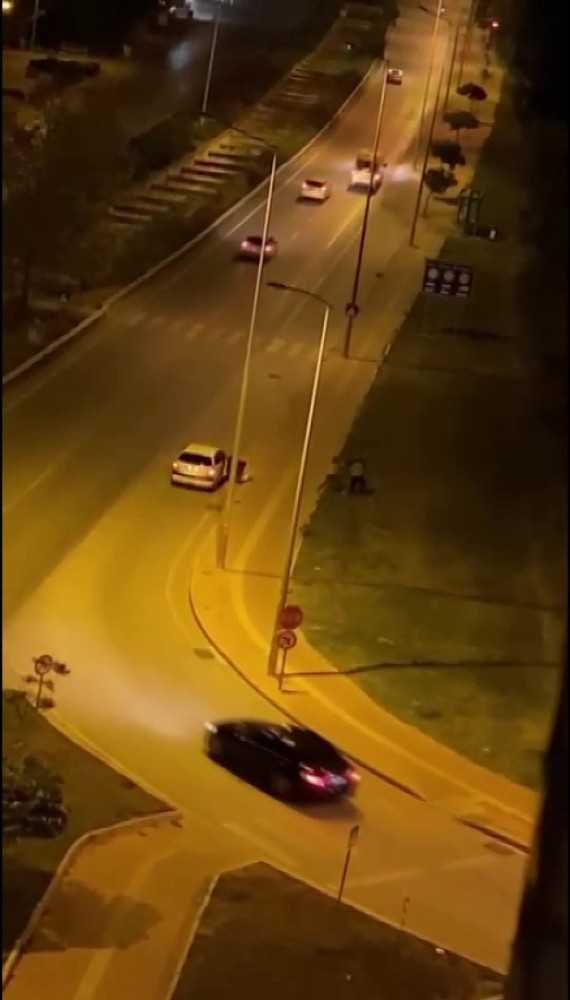Antalya'da sokak ortasında kadının erkeğe şiddeti kamerada