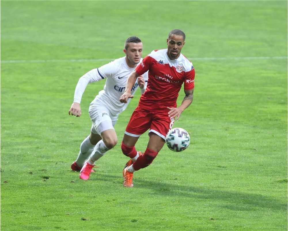 Antalyaspor'da Sam'den 2 maçta, 2 gol