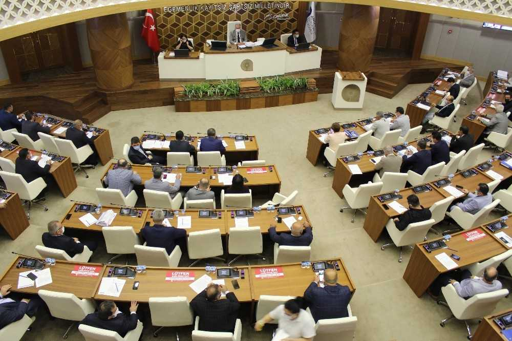 Büyükşehir Meclisi'nin gündemi Başkan Böcek oldu