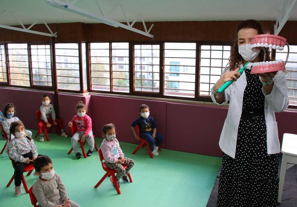 Büyükşehir'den miniklere diş sağlığı eğitimi