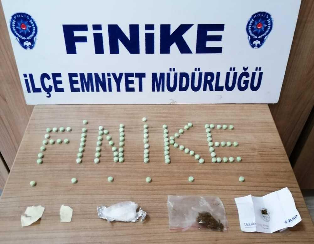 Finike'de uyuşturucu ticaretine tutuklama