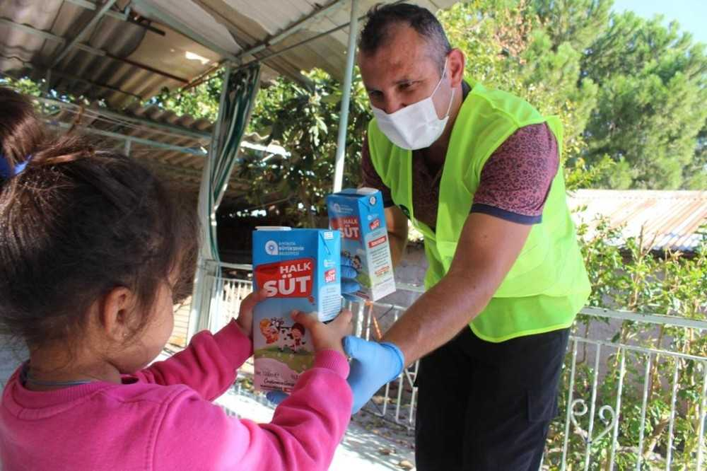 Halk Süt dağıtımı devam ediyor