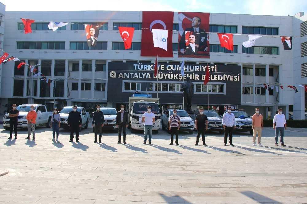 Hasar tespiti için Antalya'dan İzmir'e 12 kişilik ekip yola çıktı