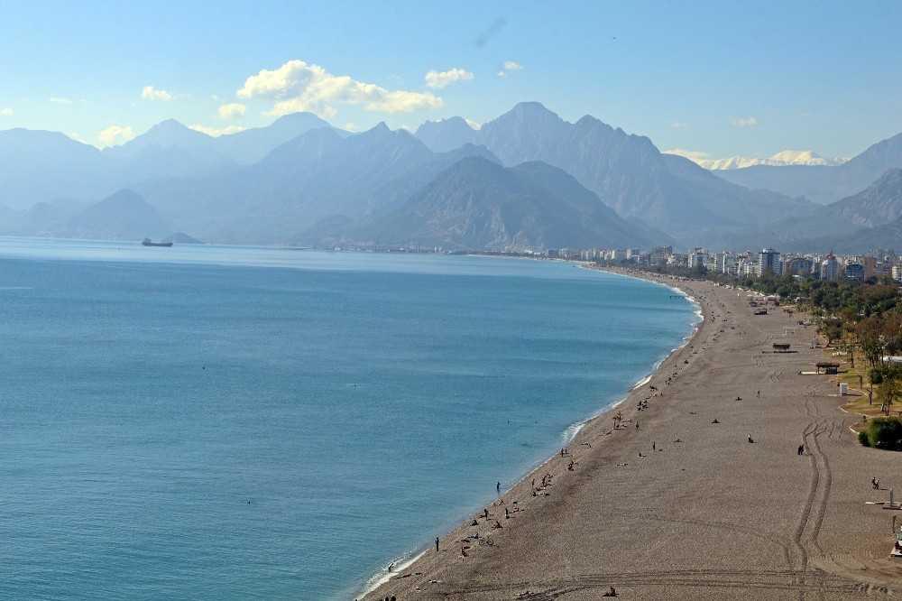 Kısıtlama öncesi dünyaca ünlü sahil turistlere kaldı