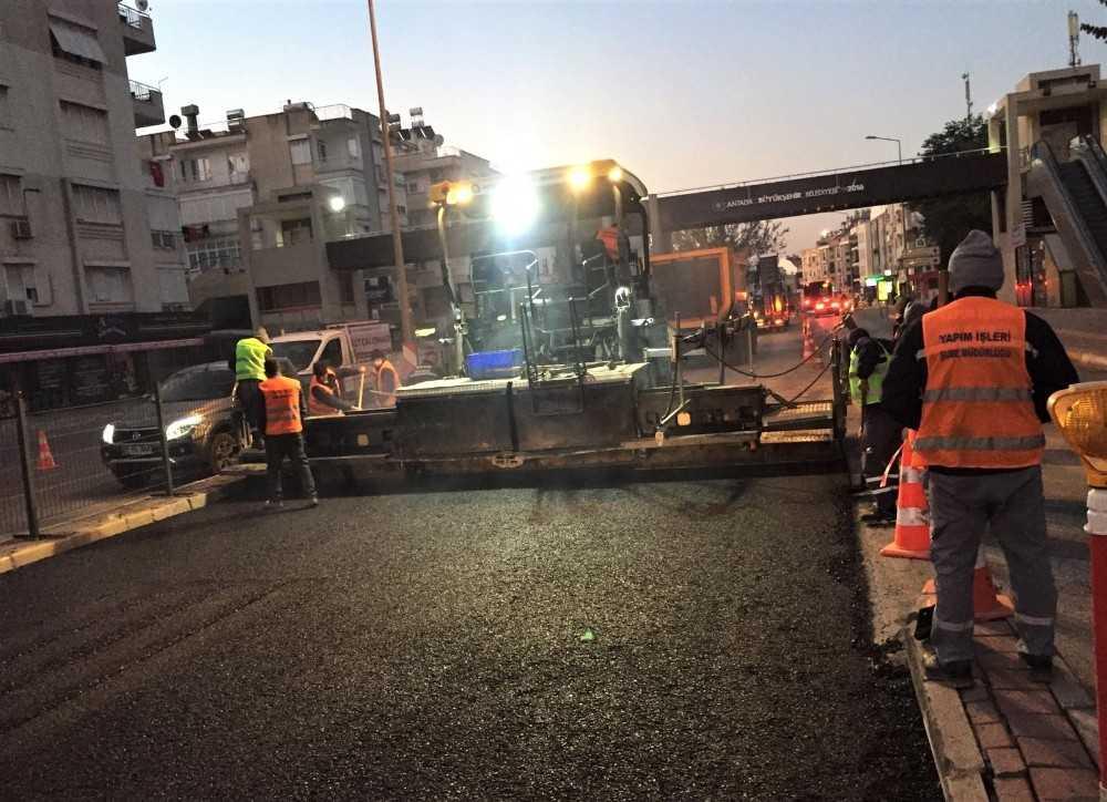 Kısıtlama saatlerinde Meydan Altgeçidi asfaltı yenilendi
