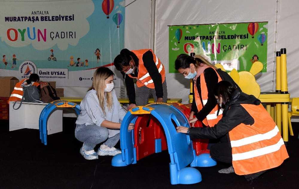 Muratpaşa Belediyesi, İzmir'deki çadır kentte kreş ve oyun evi kurdu